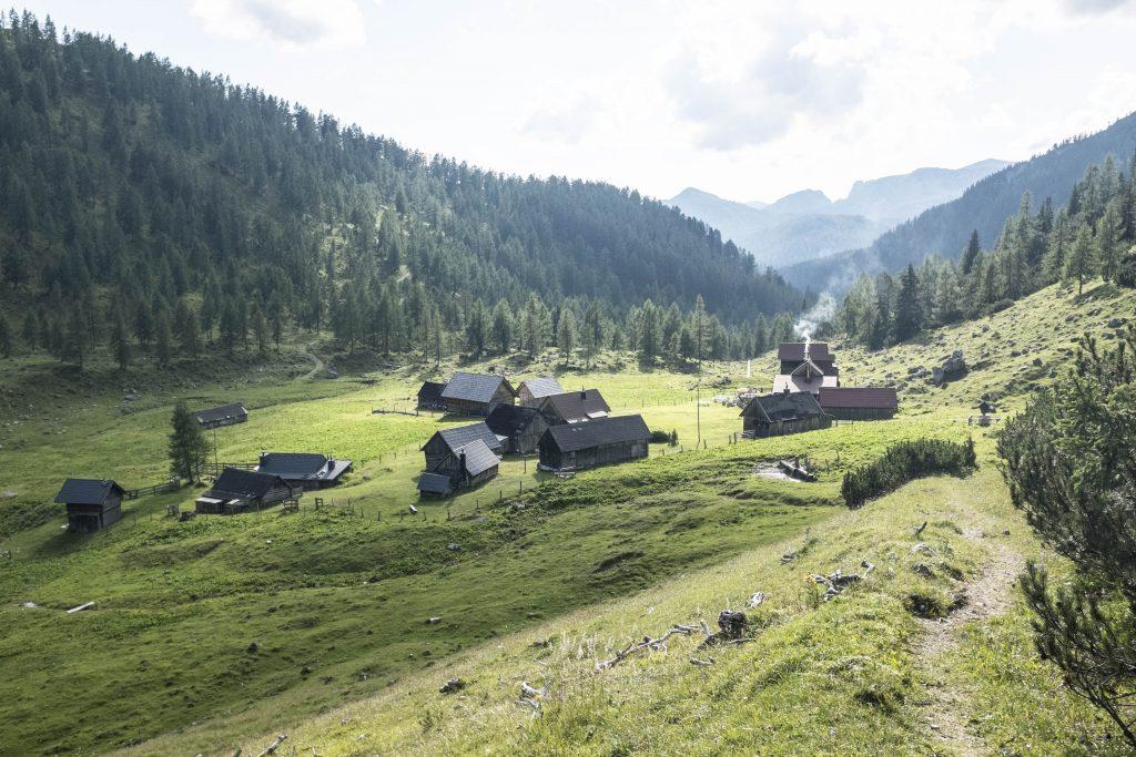 Niederhüttenalm mit Hochmölbinghütte. Foto: Birgit Reiter