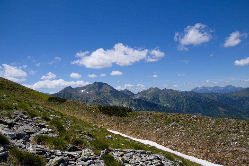 Ich glaube, links das Geierhaupt und rechts davon das Himmeleck zu erkennen. Foto: Franz Haas