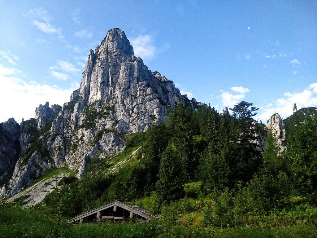 Die Nordflanke der Hörndlwand über der gleichnamigen Alm. Foto: Nikolaus Vogl