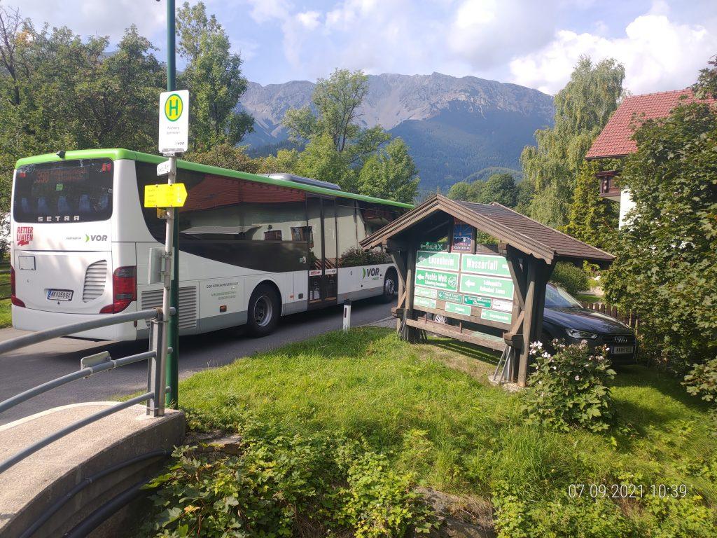 Anreise mit Bahn und Bus. Foto: Simon Widy