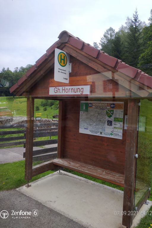 Busstation Miesenbach GH. Hornung. Foto: Simon Widy