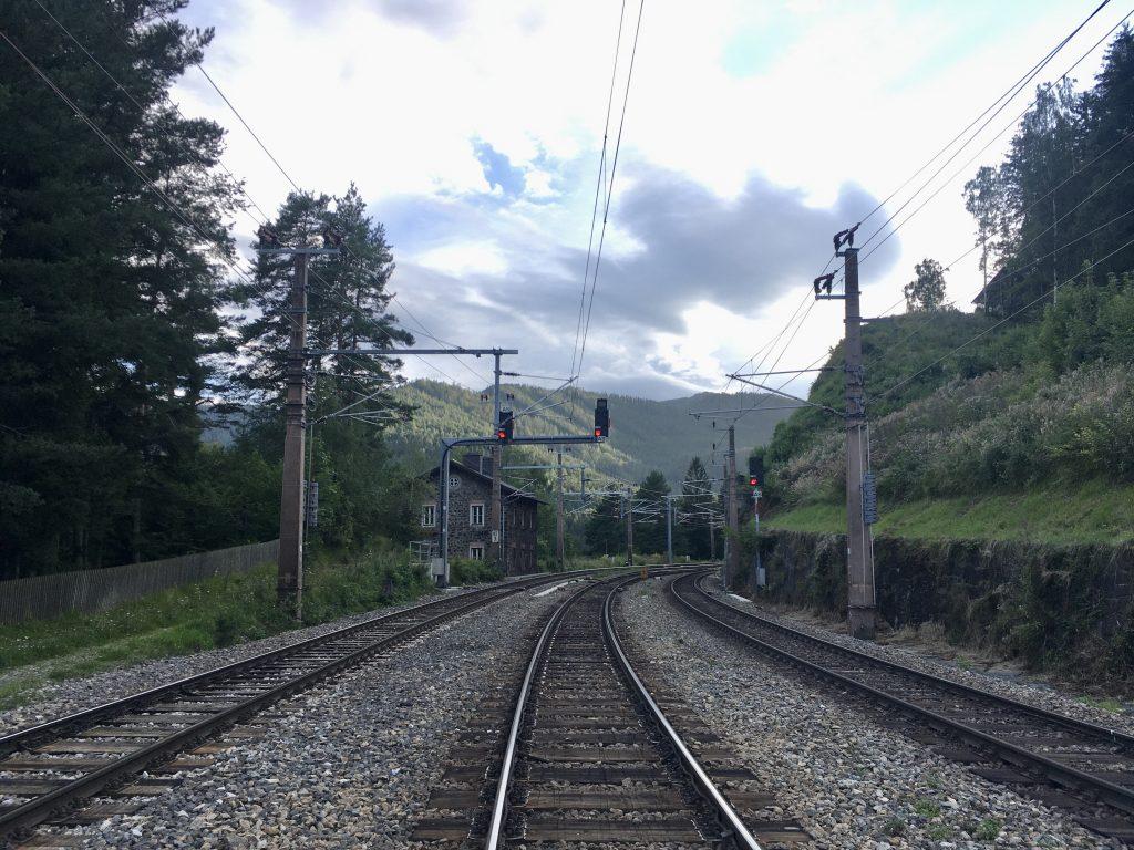 Achtung, Zug fährt durch! Fotos Krisztina Grünzeis