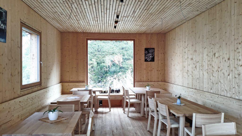 Der Innenraum der neuen Voisthalerhütte. Foto: Birgit Matzinger