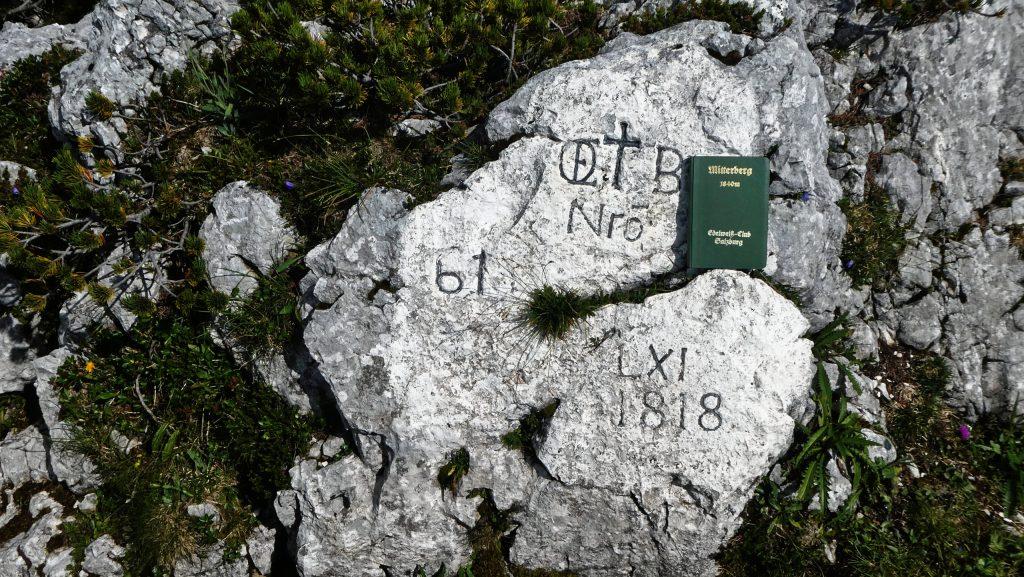 Gipfel-Grenzstein-Gipfelbuch. Foto: Karl Plohovich