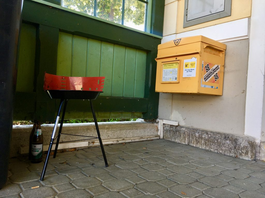 Bus. Bike. Bahnhof mit Linde. Diesellok. Foto: Stefan Hochhold