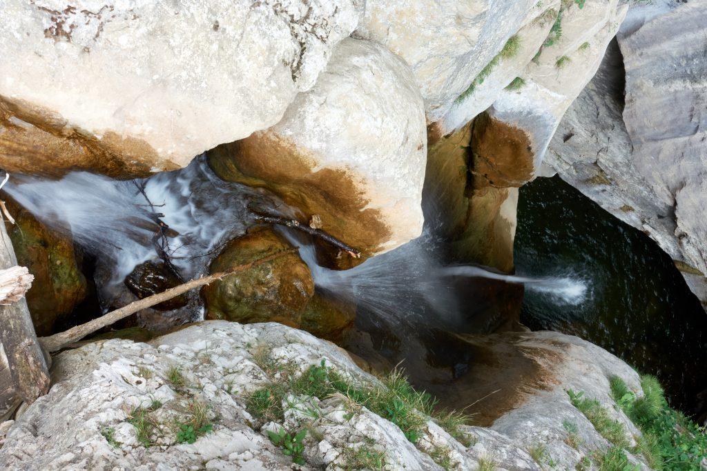 Wasser bahnt sich seinen Weg. Foto Martin Heppner